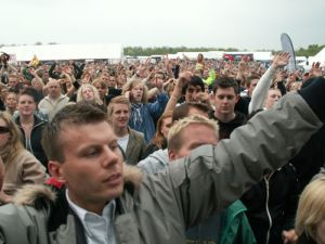 800px-Concert_Crowd_-_Odense